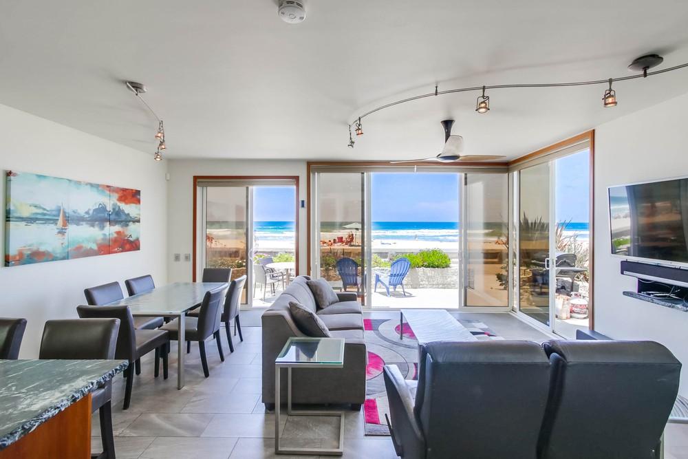 3585 Ocean Front Walk Living Area