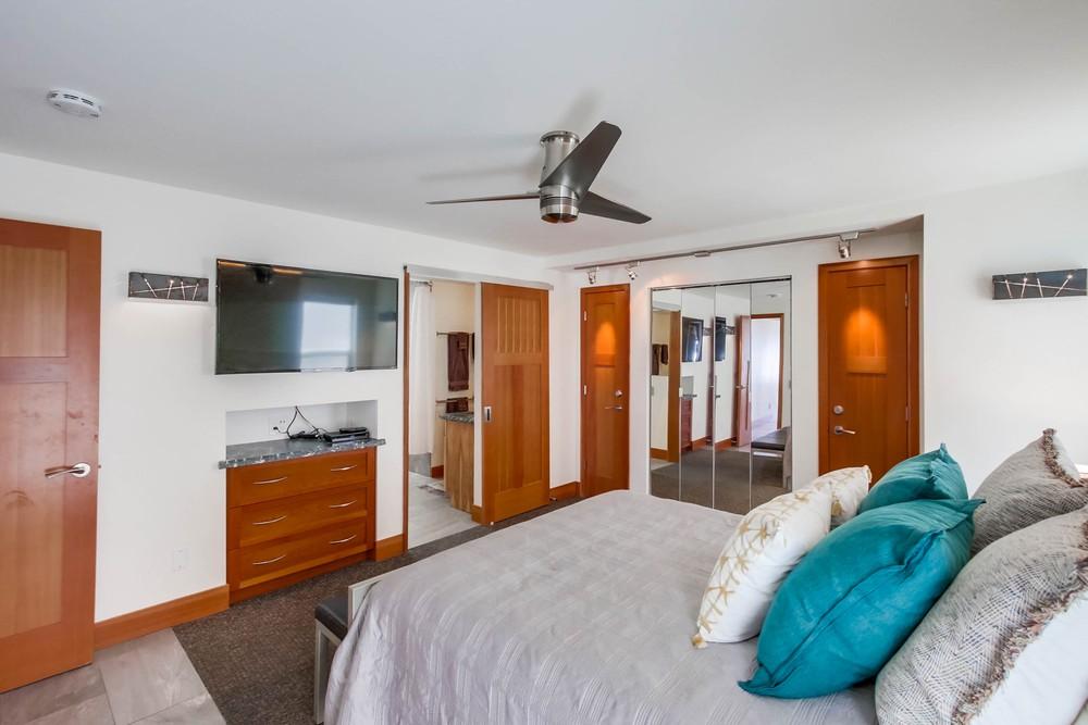 3585 Ocean Front Walk bedroom