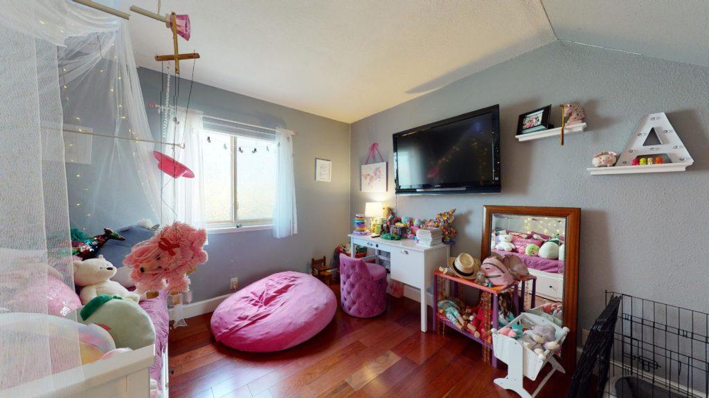 6577 Camino Capistrano childrens room